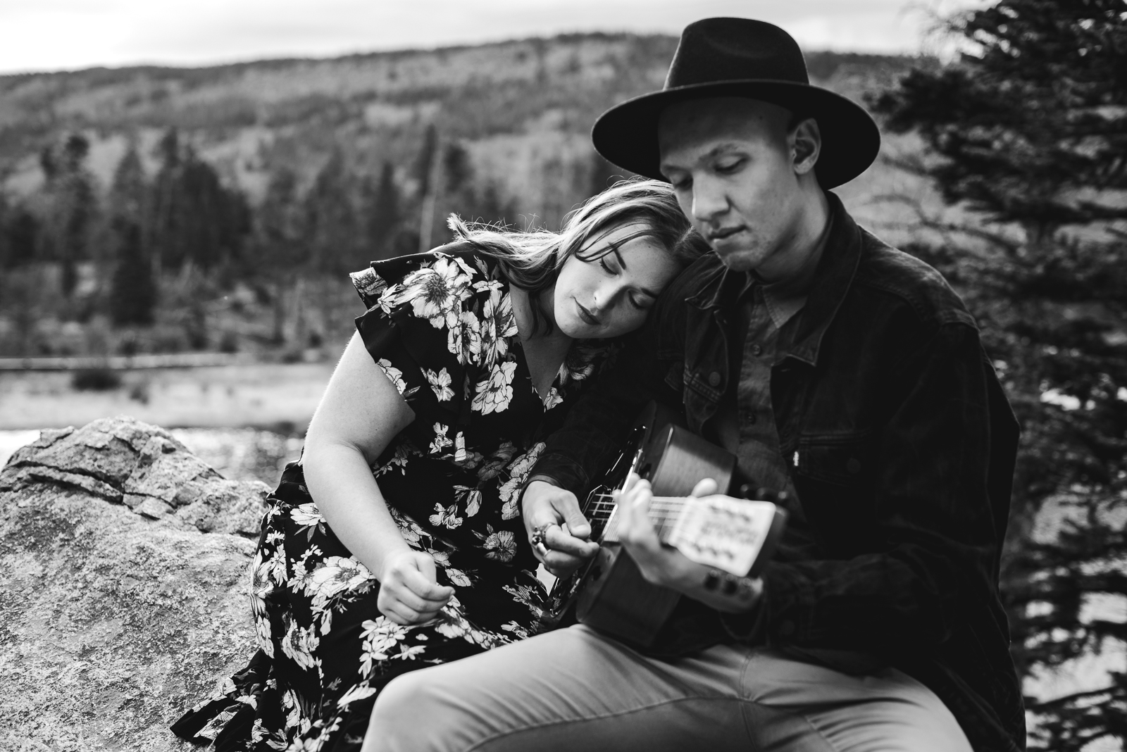 Corianne & Kristopher | Engagement Photo | Rocky Mountain National Park | From the Hip Photo