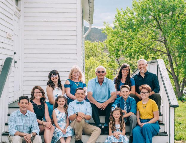 Sunny Golden Colorado Large Family Photo | Denver Portrait Photographers