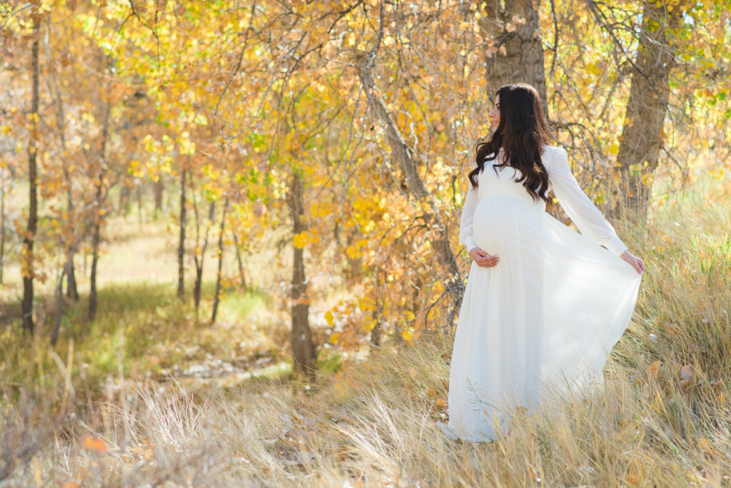 Bluff Lake Nature Center Outdoor Trail Park Nature Fun Candid Romantic Maternity Family Picture | From the Hip Photo Denver Colorado Portrait Photography
