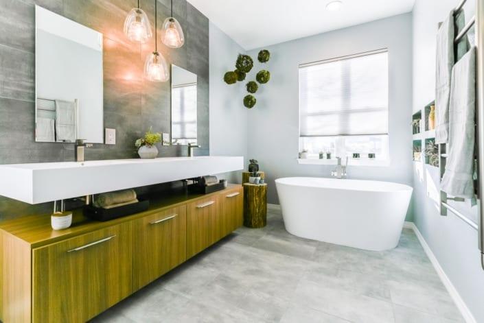 Bright Modern Bathroom Photo | Colorado Real Estate Photographer